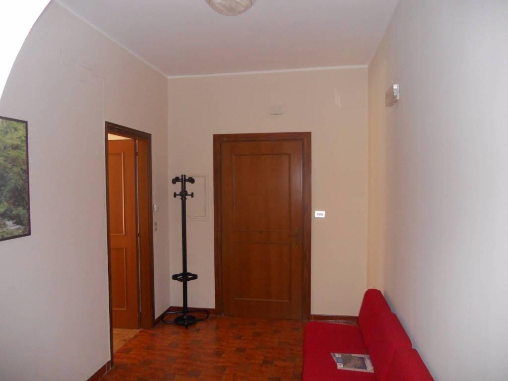 Appartamento in buone condizioni in affitto Rif. 7812513