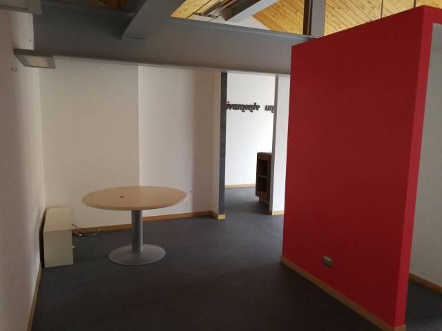 Ufficio / Studio in vendita a Lecco, 3 locali, prezzo € 230.000 | Cambio Casa.it