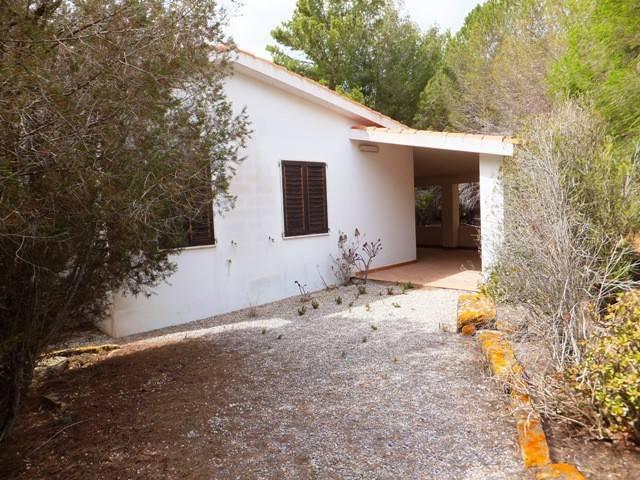 Villa in buone condizioni parzialmente arredato in vendita Rif. 5023831