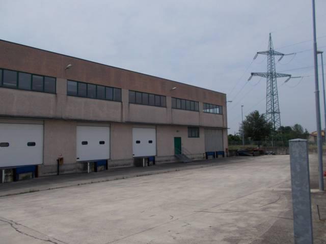 Capannone in vendita a Fara Gera d'Adda, 9999 locali, Trattative riservate | Cambio Casa.it