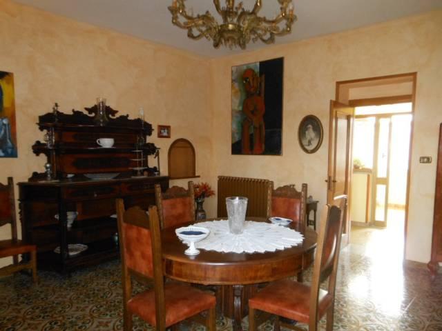 Appartamento in vendita a Pietramelara, 6 locali, prezzo € 110.000 | CambioCasa.it