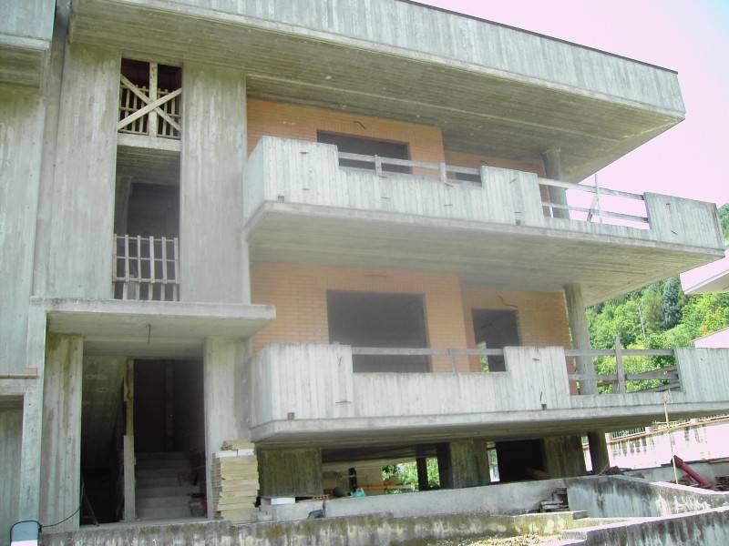 Appartamento in vendita a Rosora, 16 locali, prezzo € 225.000 | PortaleAgenzieImmobiliari.it