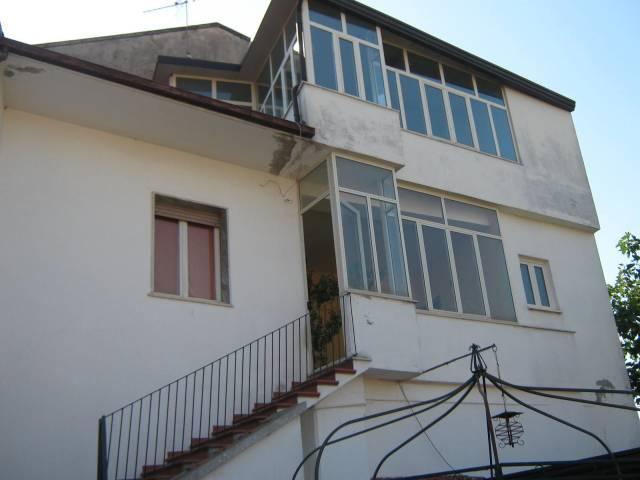Appartamento in buone condizioni in vendita Rif. 4202406