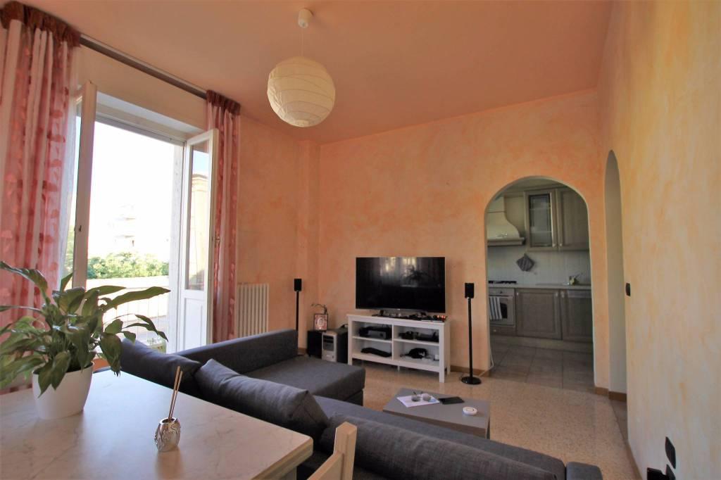 Appartamento in buone condizioni in vendita Rif. 8048150