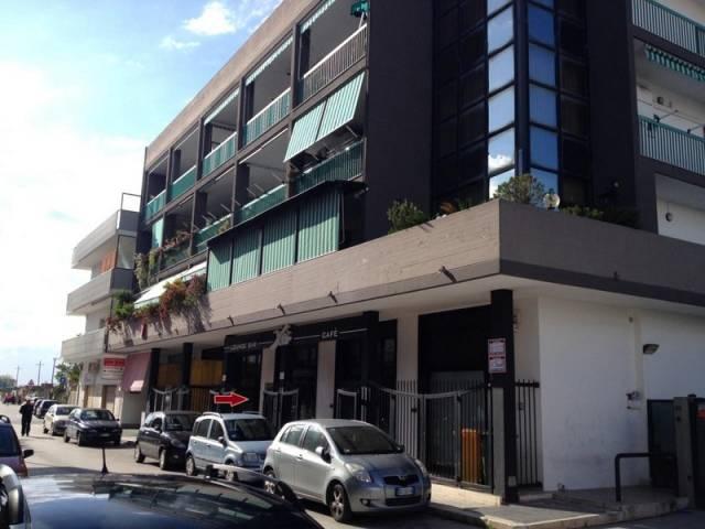 Ampio locale commerciale ristrutturato
