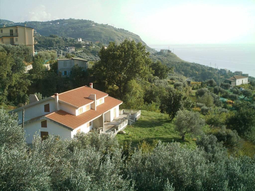villa bifamiliare a San Francesco con 12.000 di terreno
