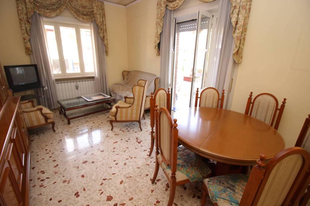 Appartamento in buone condizioni in vendita Rif. 6488645