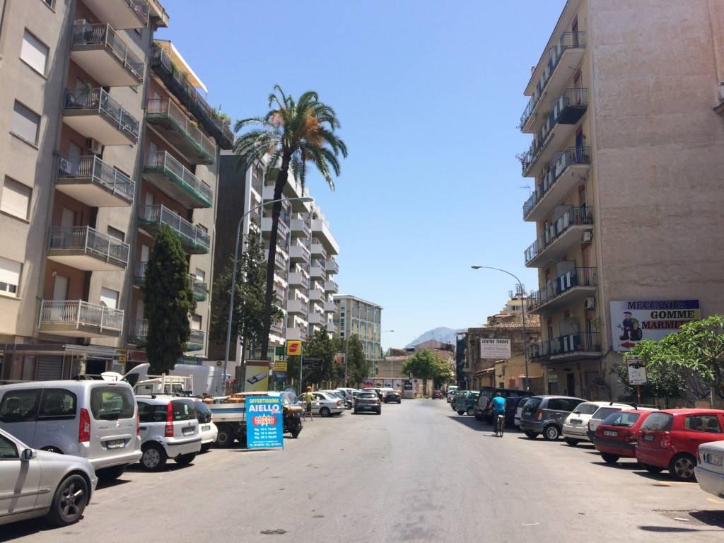 Negozio-locale in Vendita a Palermo Semicentro: 1 locali, 40 mq