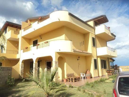 Villa in vendita a Patti, 6 locali, Trattative riservate | Cambio Casa.it