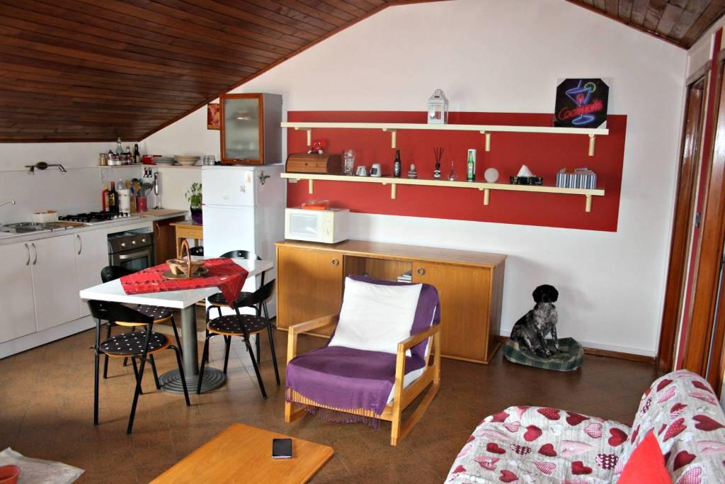 Attico / Mansarda in affitto a Castagnole delle Lanze, 2 locali, prezzo € 280 | PortaleAgenzieImmobiliari.it