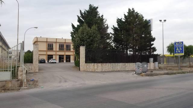 Capannone monolocale in vendita a Trani (BT)