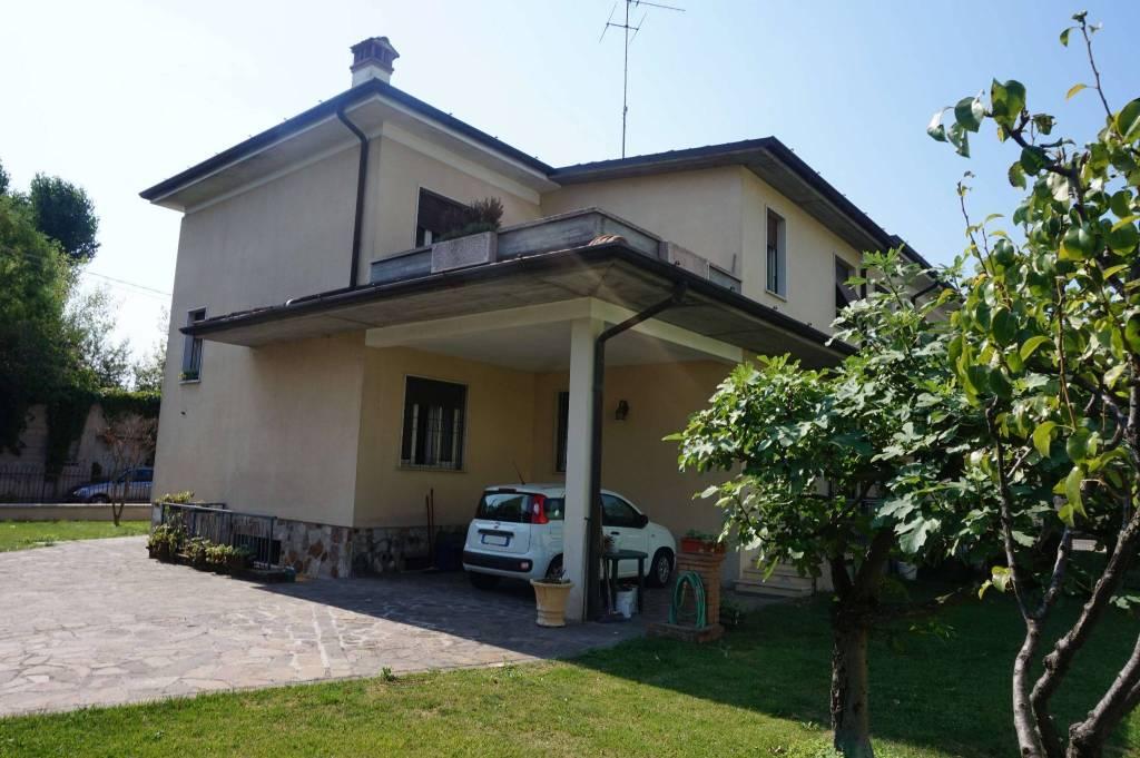 Villa in vendita a Bagnolo Mella, 6 locali, prezzo € 230.000 | CambioCasa.it