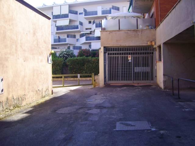 garage-Box-posto auto Doppio in Vendita a Velletri