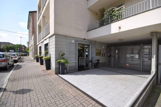 Immobile Commerciale in vendita a Vercelli-https://res.getrix.it/media/ad/62715306/1/xs.jpg
