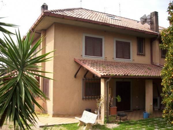 Villa in affitto a Velletri, 6 locali, prezzo € 990 | Cambio Casa.it