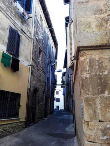 Sezze (LT) Via Chiavari Palazzetto cielo terra mq 135