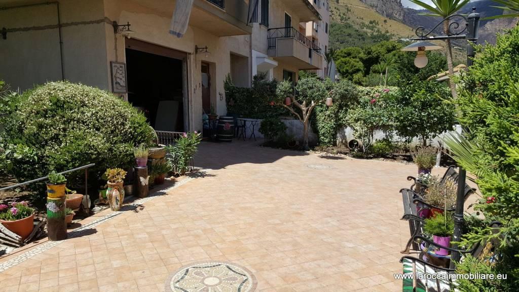 Appartamento in ottime condizioni in vendita Rif. 8188265
