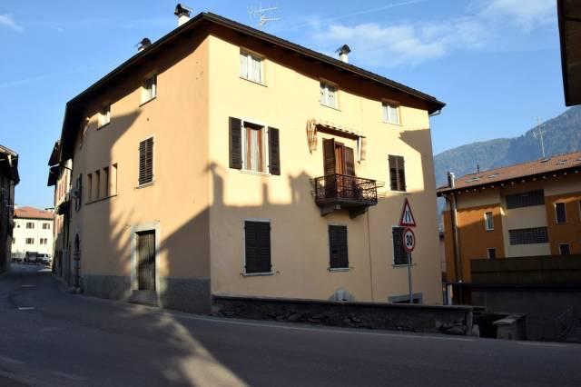 Appartamento in buone condizioni arredato in vendita Rif. 4889990
