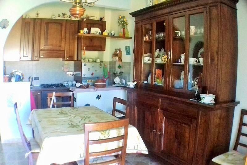 Appartamento in vendita a Gavi, 3 locali, prezzo € 73.000 | CambioCasa.it