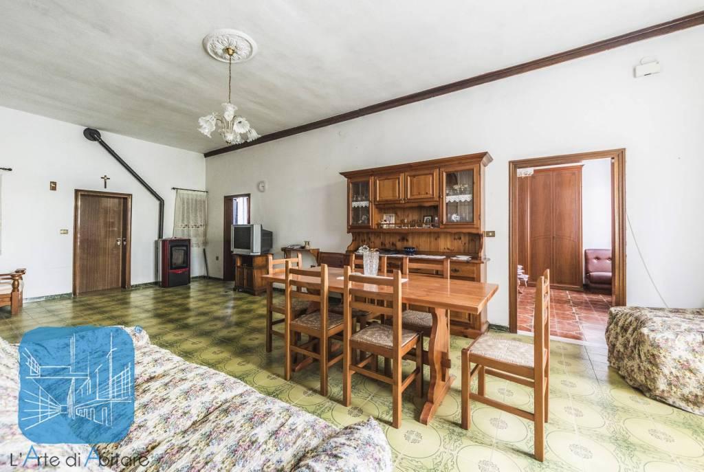 Appartamento da ristrutturare parzialmente arredato in vendita Rif. 4868182