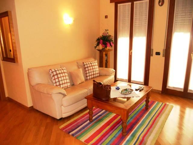 Appartamento in ottime condizioni arredato in affitto Rif. 8173858