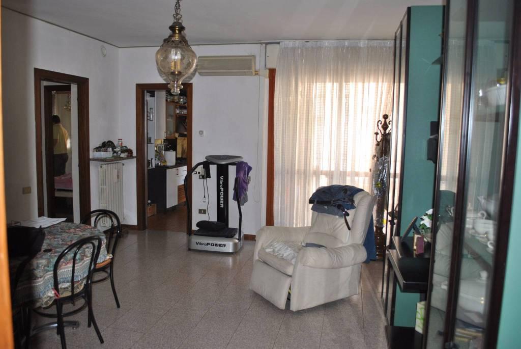 Appartamento in buone condizioni arredato in vendita Rif. 4823593