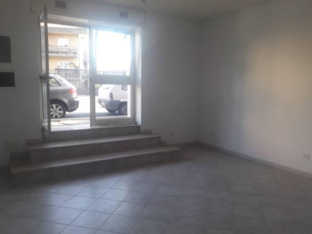 Negozio / Locale in affitto a Genzano di Roma, 2 locali, prezzo € 600 | Cambio Casa.it