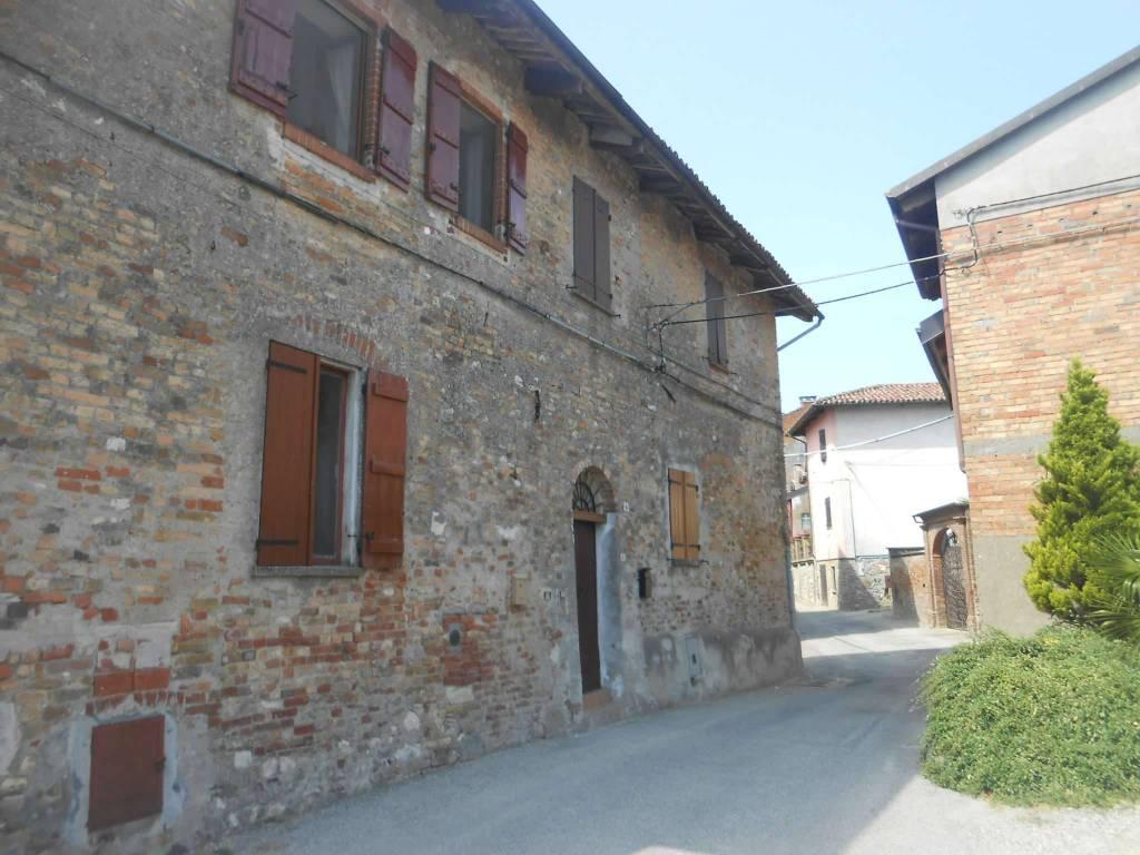Appartamento in vendita a Cocconato, 3 locali, prezzo € 30.000 | CambioCasa.it
