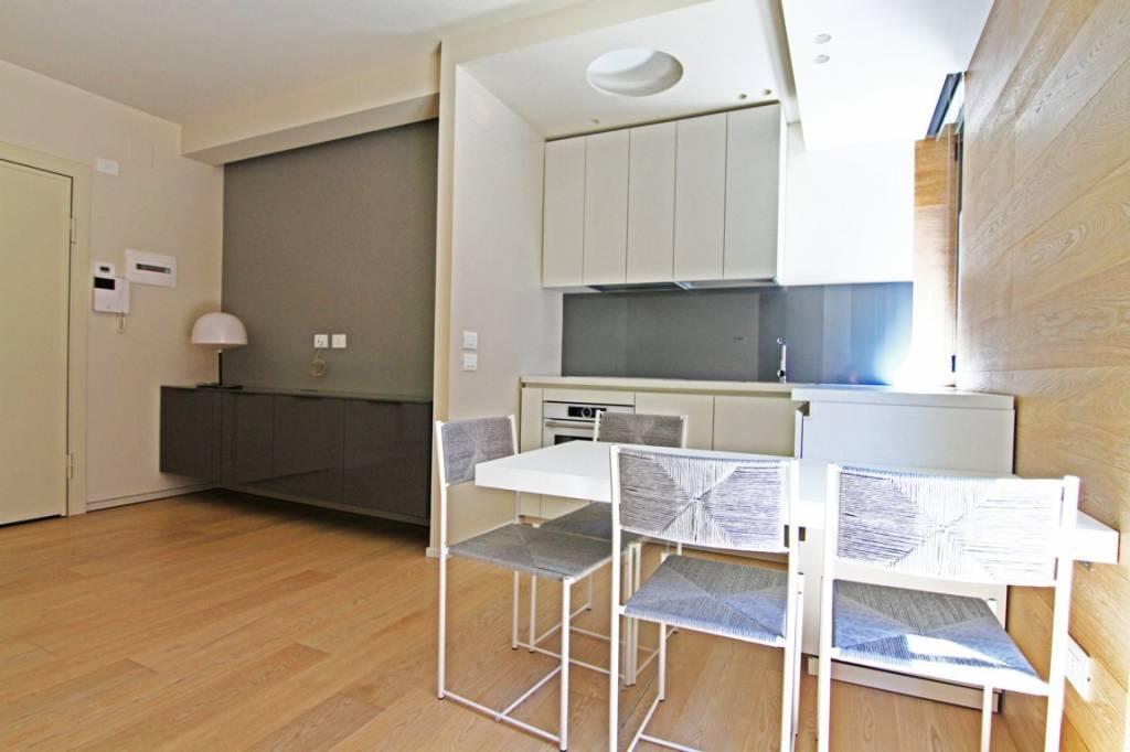 Appartamento in ottime condizioni arredato in vendita Rif. 9052227