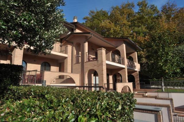 Appartamento in ottime condizioni arredato in affitto Rif. 4272800