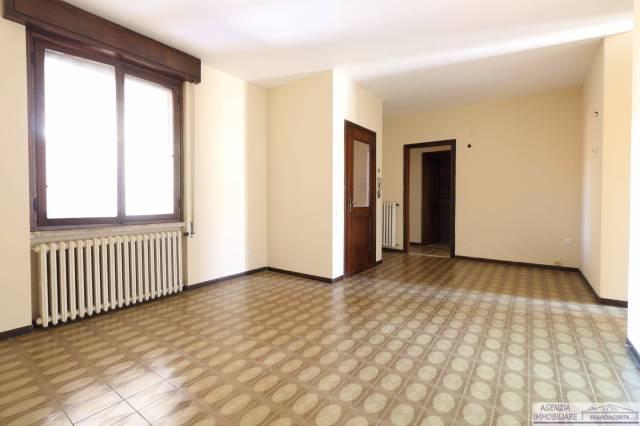 Appartamento in buone condizioni in affitto Rif. 4850867
