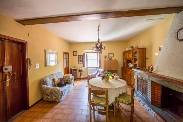 Appartamento in affitto a Pescia, 4 locali, prezzo € 350 | CambioCasa.it