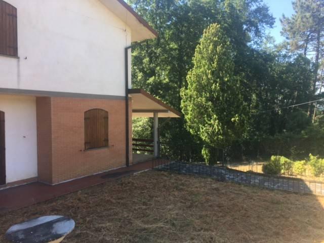 Villa in vendita a Bolano, 6 locali, prezzo € 380.000 | CambioCasa.it