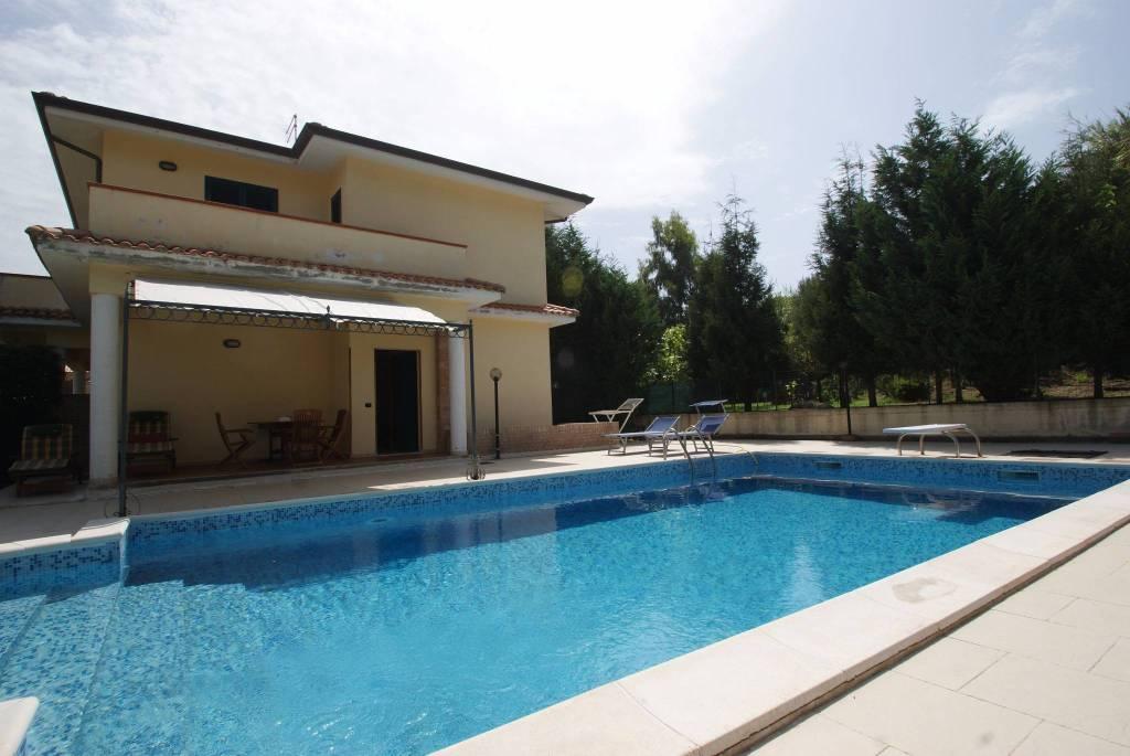 Villa in ottime condizioni arredato in vendita Rif. 4233608