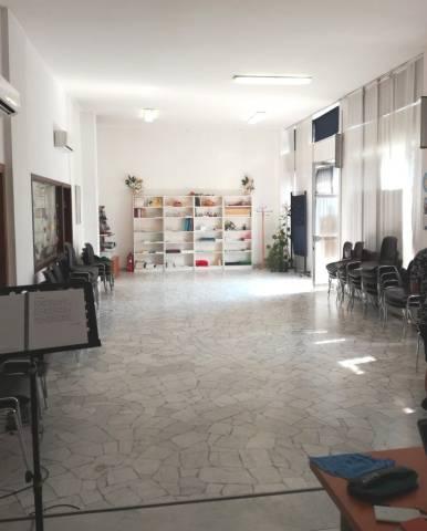 Negozio / Locale in affitto a Milano, 4 locali, zona Zona: 18 . St. Garibaldi, Isola, Maciachini, Stelvio, Monumentale, prezzo € 1.800 | CambioCasa.it