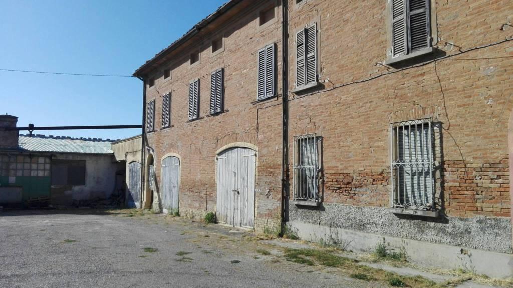 Rustico in Vendita a Lugo Periferia: 5 locali, 2900 mq