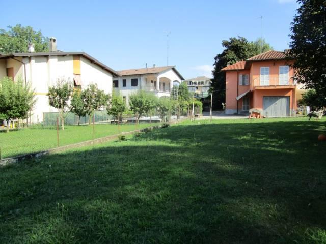 Villa in Vendita a Arona