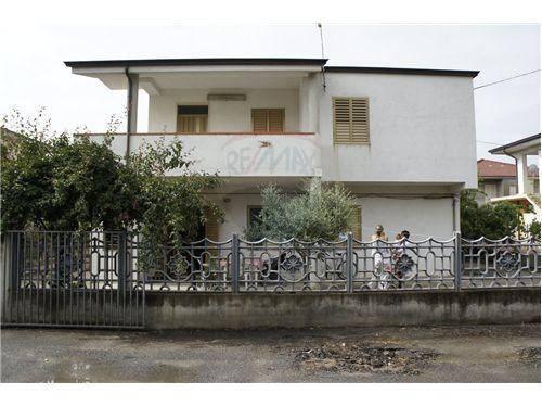 Appartamento trilocale in affitto a Cutro (KR)