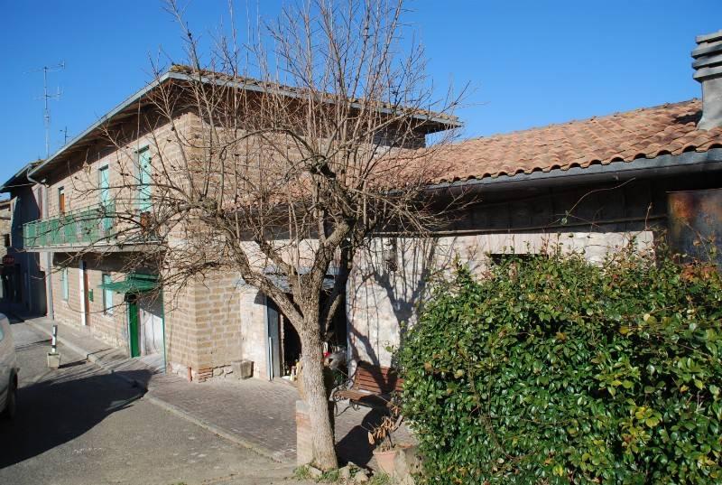 Palazzo in Vendita a Monteleone D'Orvieto Periferia: 5 locali, 200 mq