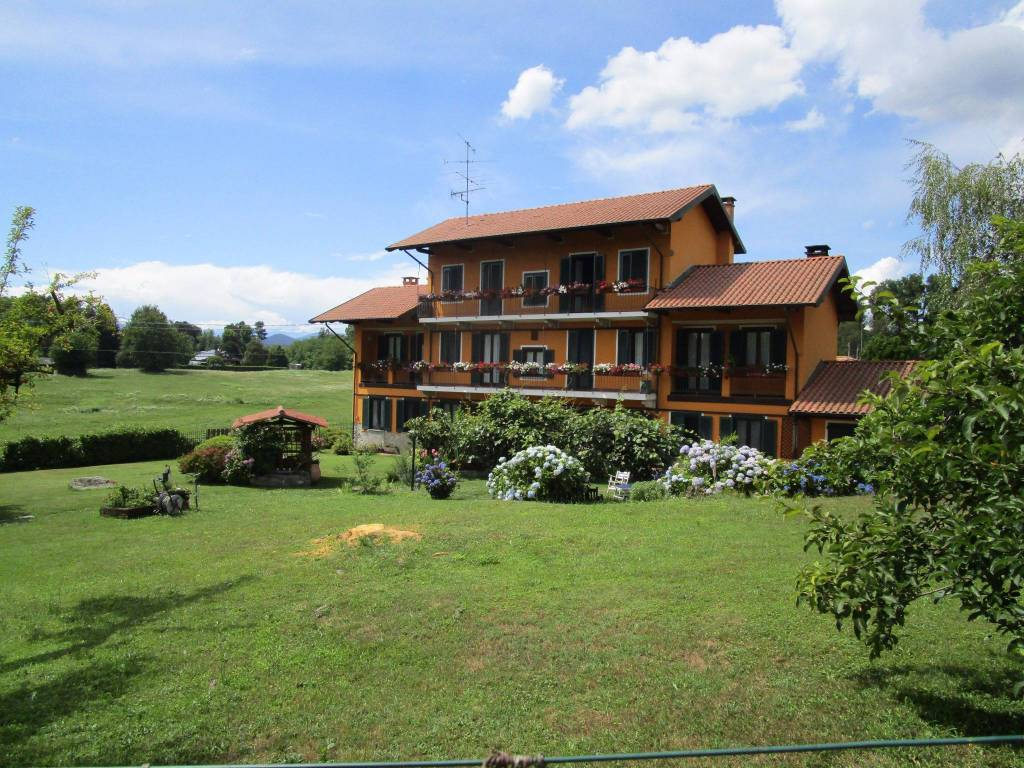 Rustico / Casale in vendita a Oleggio Castello, 7 locali, prezzo € 640.000 | PortaleAgenzieImmobiliari.it