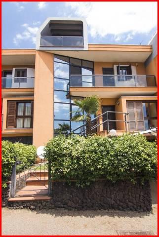 Villa in vendita a Catania, 6 locali, prezzo € 515.000 | Cambio Casa.it