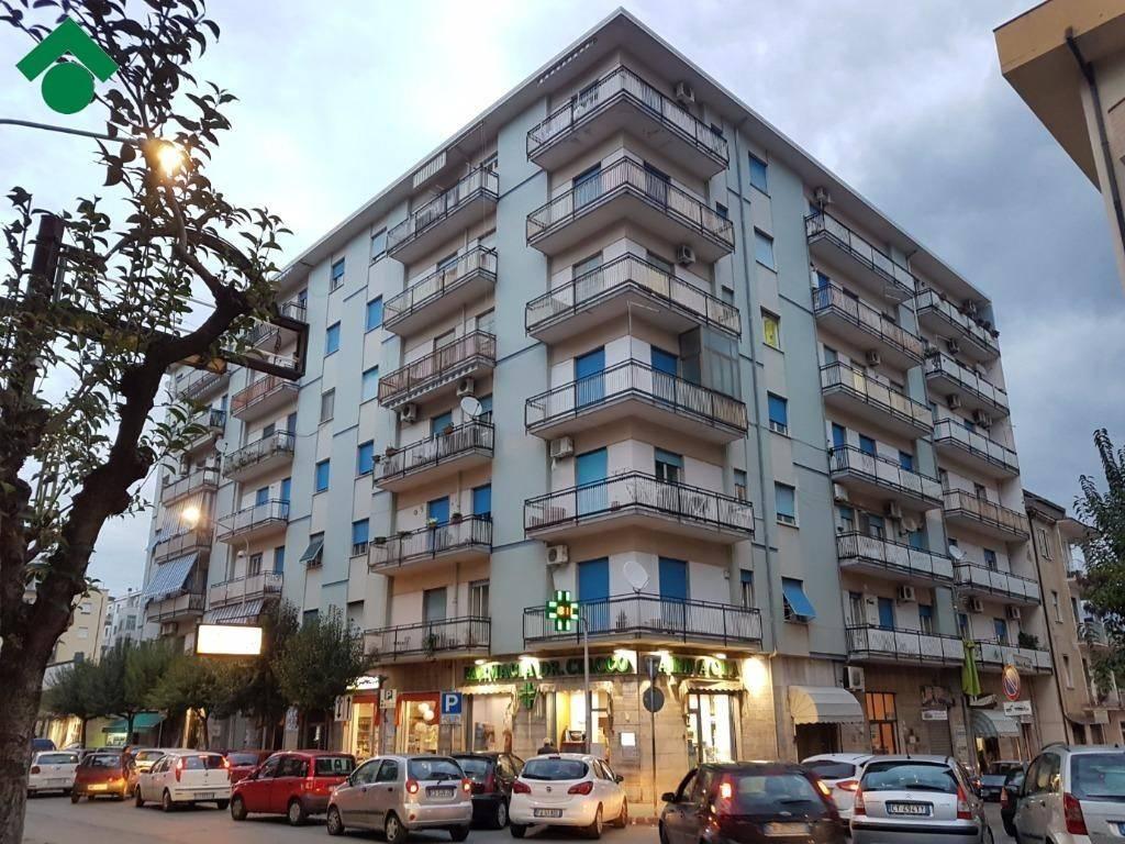 Appartamento da ristrutturare in vendita Rif. 9159322