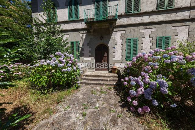 Appartamento in ottime condizioni parzialmente arredato in vendita Rif. 4489879