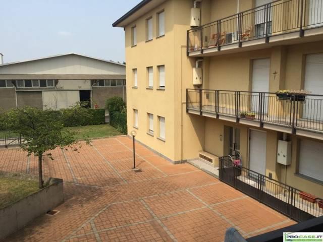 Appartamento in vendita a Rovellasca, 3 locali, prezzo € 149.000 | CambioCasa.it