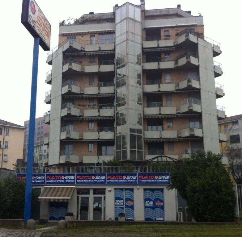 Attivita'-licenza in Vendita a Milano: 216 mq