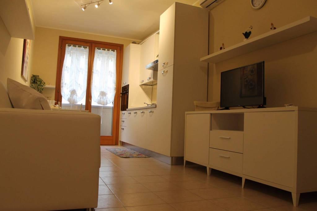 Appartamento in ottime condizioni arredato in vendita Rif. 5721322