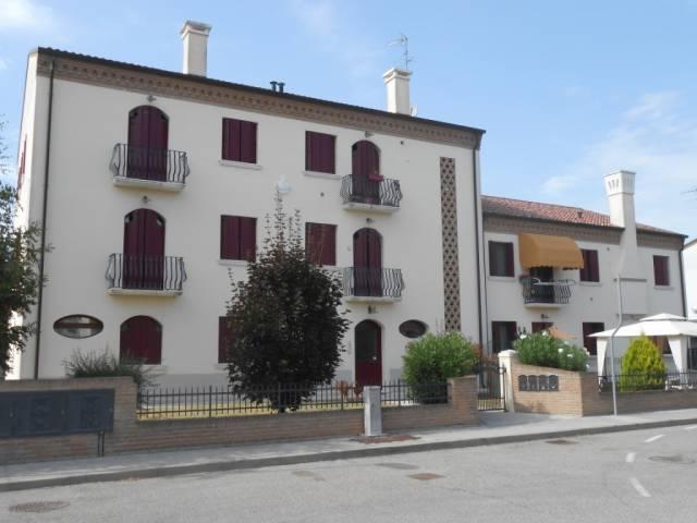 Appartamento in ottime condizioni in vendita Rif. 4261138
