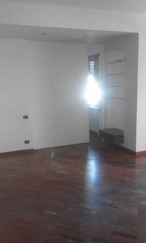 Appartamento in vendita 2 vani 60 mq.  via Vincenzo Romaniello Napoli