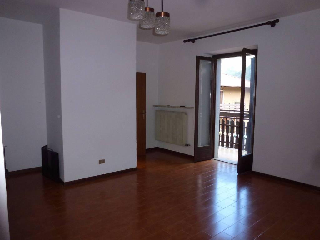 Appartamento in buone condizioni in vendita Rif. 4213328