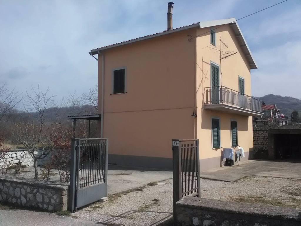 Appartamento in buone condizioni parzialmente arredato in vendita Rif. 8204368